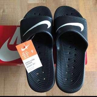*BRAND NEW Nike slip on