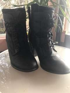 Black boots heels by spring