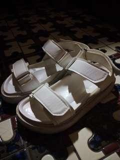 🚚 魔鬼氈涼鞋