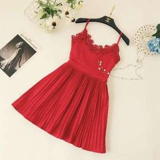 🚚 Po: red pleated dress with crochet details