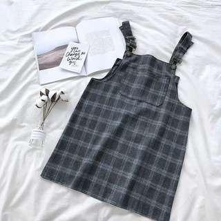 🚚 Po: checkered pinafore