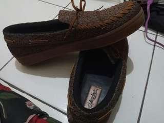 Sepatu slip on good