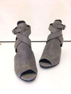 🚚 👠👢👠👢ALLSANTS 麂皮高跟鞋37號(專櫃正貨牛皮),原價13700,優惠價2800,只要兩折就可擁有,搬家大出清,隨便亂賣,僅此ㄧ雙,錯過可惜😘😘