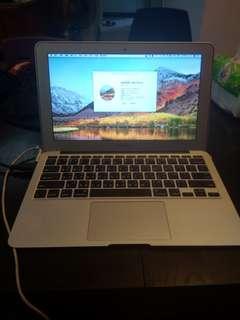 MacBook air 11吋 2011 年中 電池剛換一年,i7訂規,256SSD