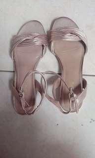 Sepatu sendal payless