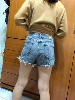 🚚 鐵灰色個性刮破牛仔短褲