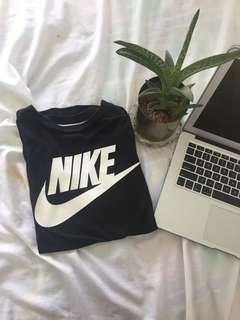 nike sportswear essential shirt