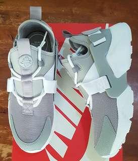 Nike Air Huarache City Low size 8 US for women