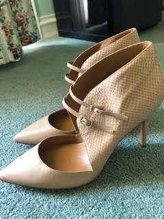 Stunning stunning heels