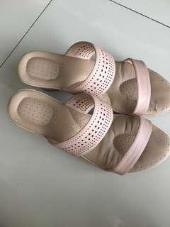Bata Comfit wedges nude