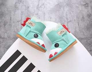 女童雪地靴 羊皮厚毛 100%防水 (9成新)連 兩對全新保暖鞋墊 (毛氈棉 透氣吸汗)