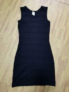 🚚 Black Knitted Bodycon Dress