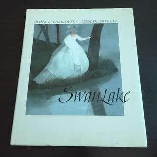 Swan Lake by Pyotr I. Tchaikovsky / Lisbeth Zwerger