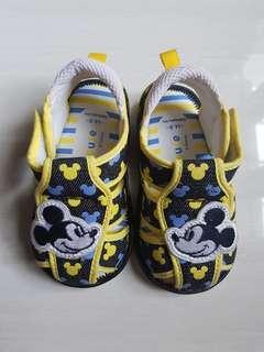 Mickey Mouse sepatu bunyi