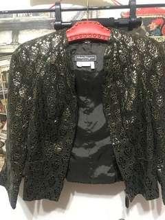 🚚 義大利製Salvatore Ferragamo 黑色立體燙金7分袖小羊皮短外套、皮衣外套,Size US6(38)、S,肩38、長51、袖47公分(請比價)