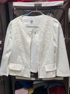 🚚 蕾絲白色小外套