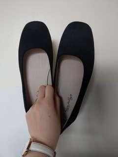 🚚 麂皮黑色平底鞋
