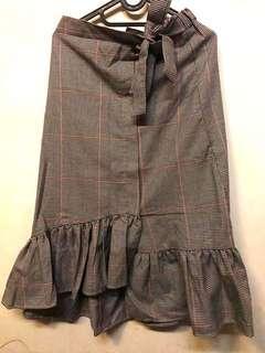 Tied stripes skirt