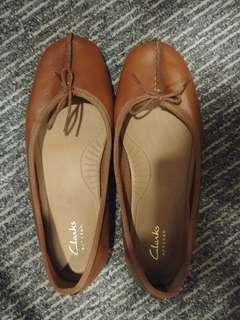 Clarka leather flats  freckle ice