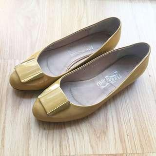 AUTHENTIC SALVATORE FERRAGAMO Patent Leather Ballet Flats Shoes - size 8