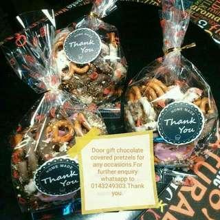 Jom order pretzels.RM20-50pcs.. Covered with premium chocolate.Whatsapp to 0143249303.Tq
