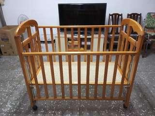 九成新加大原木嬰兒床特價出清