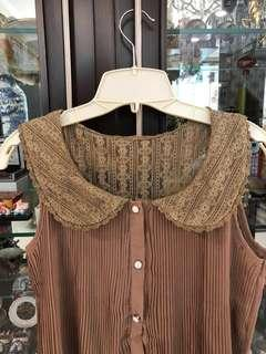 Brown plisket top