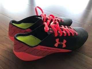 NEE UNDER ARMOUR Soccer Shoes / Cleats!!!