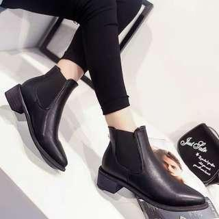 🚚 Black Pointy Boots
