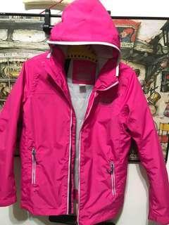 🚚 法國知名戶外品牌 TRIBORD 桃粉紅色圓圈圖騰連帽(不可拆)防水防風航海夾克外套。152/162cm號(可穿到M可當雨衣風衣穿。 肩49、長66、袖60公分