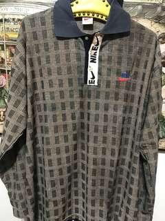 🚚 Nike polo 衫,XxL,肩62、長78、袖60公分,第一顆扣子上的布有脱線但是穿時不扣所以打開看不到