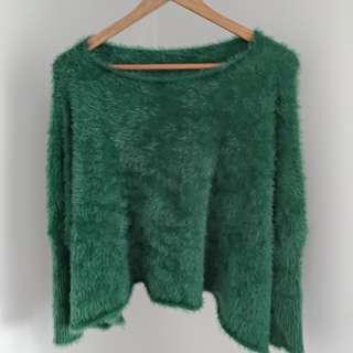 🚚 綠色毛海不規則斜肩長袖軟毛上衣