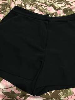 H&M Black shorts for M-L with pockets (GOOD AS NEW)