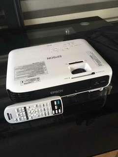 🚚 🔥 99% new EPSON EBS04 HDMI 3LCD PROJECTOR