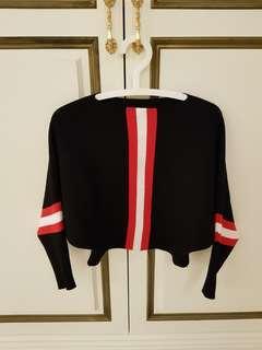🚚 黑色2面穿平口上衣,搭配紅色條文超好看!
