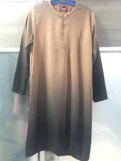 Calaqisya Dual-tone long Top in Brown/Black