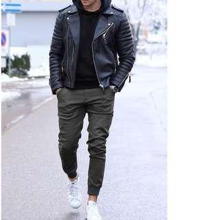 Uniqlo S size man Dark Grey white black line jogger pant