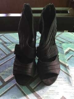 F21 high heeled Black Shoes - size 38