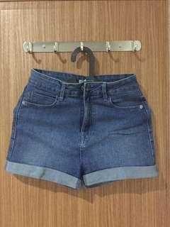 Short pants by Stradivarius
