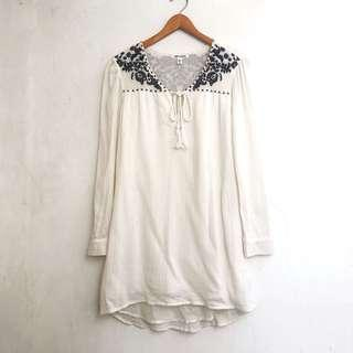 NEW (BILLABONG) - Bohemian Embroidered Blouse