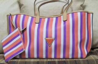 Guess OVERSIZED STRIPED TOTE