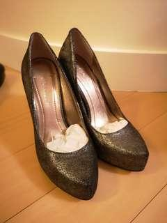 BCBG Generation Dark Grey Shiney 36 Pump 高踭鞋