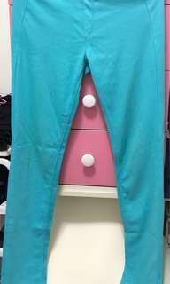 🚚 UNIQLO優衣庫淺藍色褲子,有點彈性(極新)