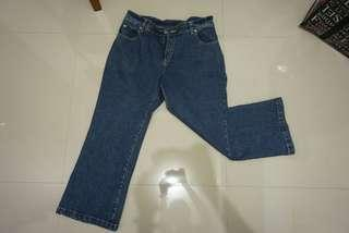 Jeans wanita model cutbray 7/8