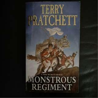 Pre - Loved Monstrous Regiment - Discworld #31 by Terry Pratchett [Paperback]
