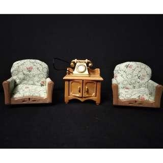 SYLVANIAN FAMILIES STUDY ARMCHAIRS AND SIDE TABLE WITH TELEPHONE