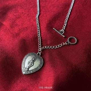 Silver vintage gothic heart necklace