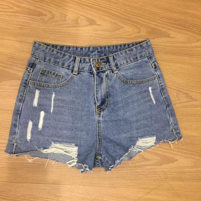 超顯瘦刷破牛仔短褲