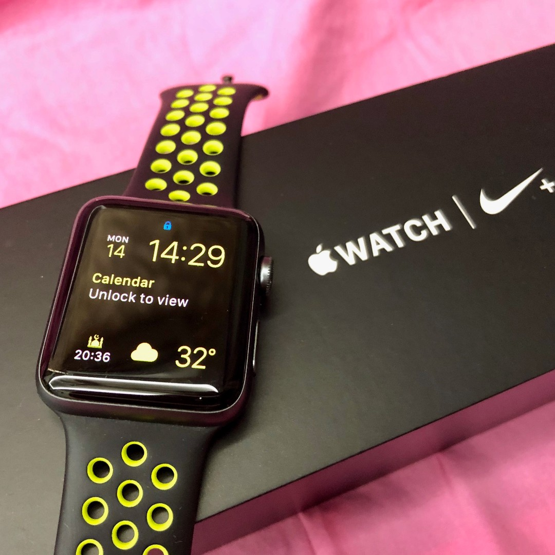 Refinar Cría Confrontar  Used Original Apple Watch Nike+ Series 2, 42mm Space Gray Aluminum Case Black  Volt (Model: A1758) with FREE (Product) RED Band, Luxury, Watches on  Carousell