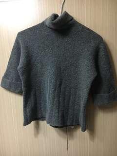 🚚 灰色保暖五分袖鬆糕領氣質短版毛衣